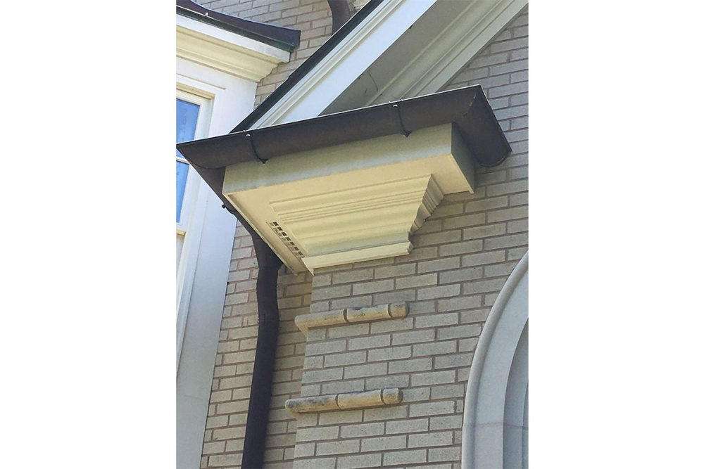 Full Bullnose Quoins with 8-piece Cornice